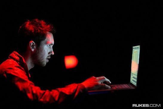 Calvin Harris at a computer - don't do it, Calvin!